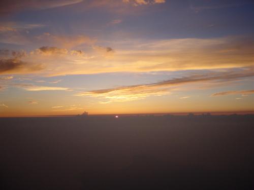 雲の上から見た落日